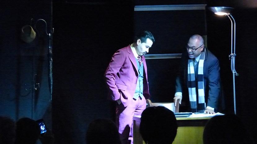 """Alejandro Londoño y Edwin Posada en la obra """"Hasta aquí llegó"""". foto cortesía del Laboratorio escénico Ateneo"""