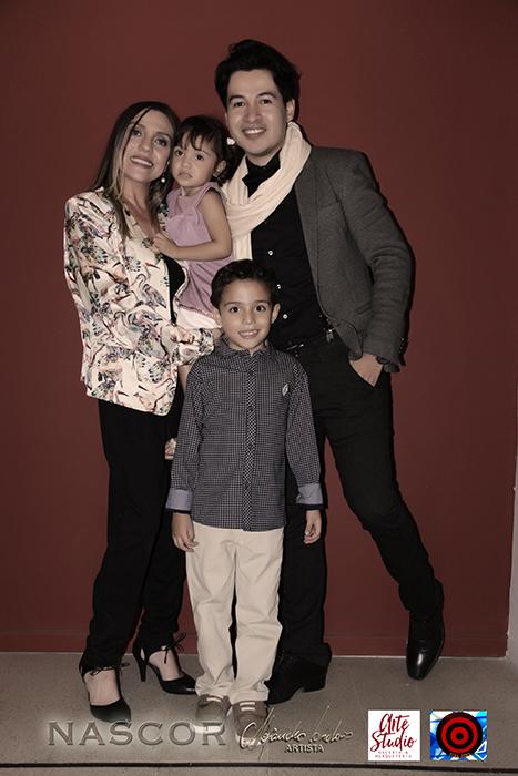Isabel Cadavid, sus hijos y Alejandro Londoño