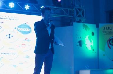 Alejandro Londoño presentando la convención Nacional de Modelos