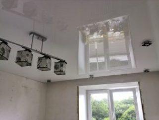 fZa NHfEIjk 1 Глянцевые потолки