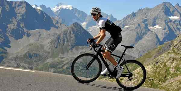 Aleksej Dolinšek - trener kolesarstva med kolesarskim treningom v Francoskih Alpah