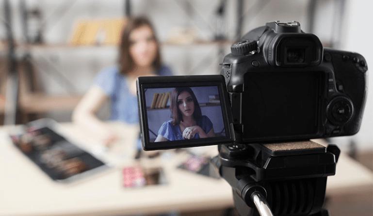 Видеоблогер