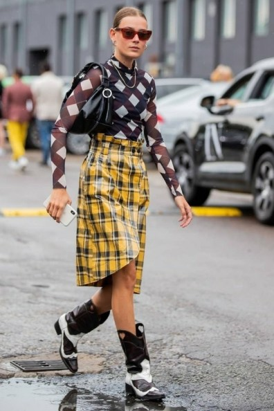 large_friday-fashion-fits-clashing-prints-and-how-to-style-it-fustany-ar-2~1