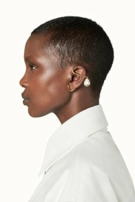 large_fustany-accessories-how-to-wear-ear-cuffs-and-hacks-19~1