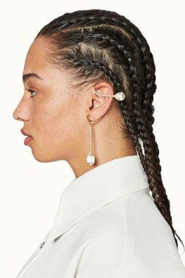 large_fustany-accessories-how-to-wear-ear-cuffs-and-hacks-6~1