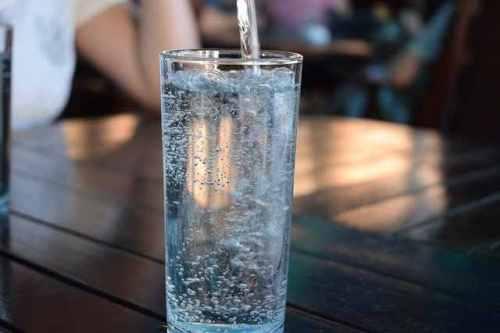 Пейте стакан воды утром натощак