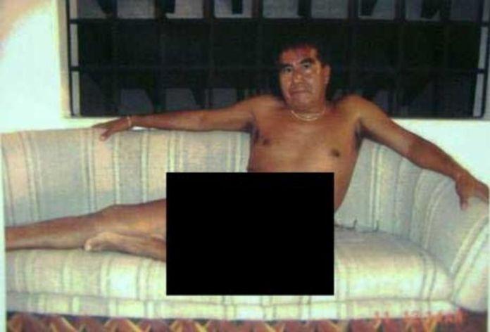 Cura posando desnudo, esta foto junto con otras fueron pieza clave para darle sentencia
