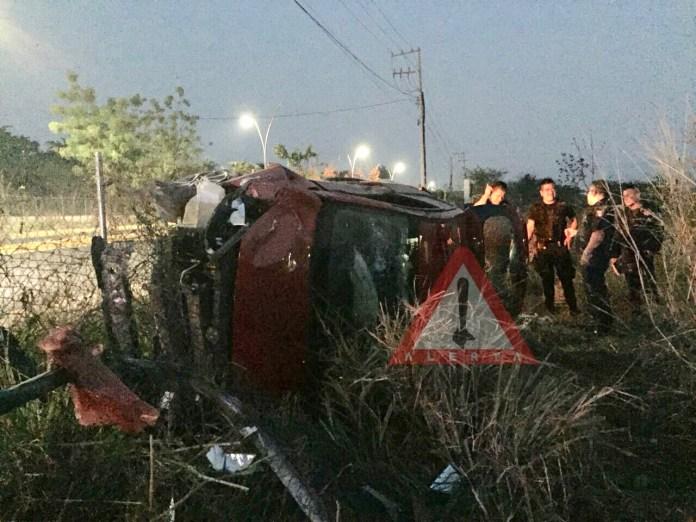 Vehículo se vuelva sobre carretera Emiliano Zapata img 1293 2