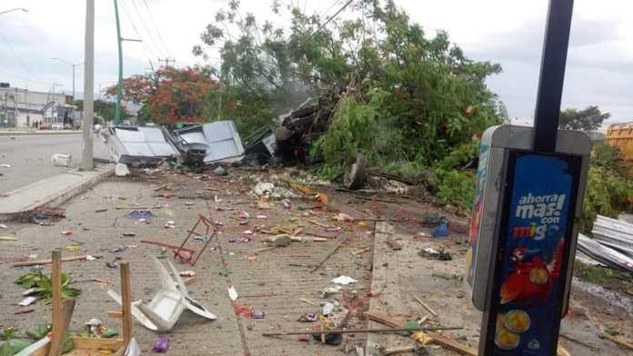 Siete muertos, entre ellos dos policías al ser arrollado por un trailer en La Pochota WhatsApp Image 2018 06 20 at 17.38.452