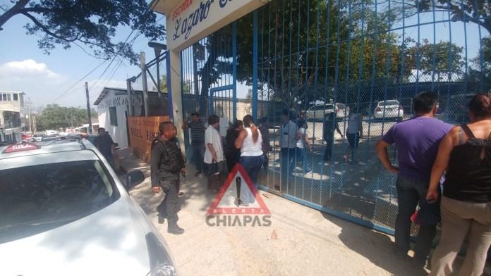 Movilización de equipos de emergencias por reporte de alumnos desmayados #Tuxtla img 7824