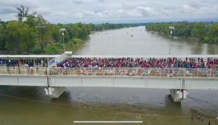 Llegan al puente Rodolfo Robles migrantes de la nueva caravana img 1725 1