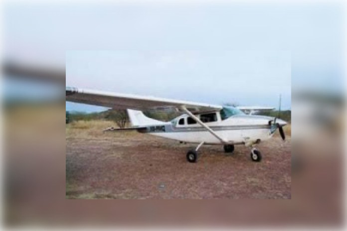 Asaltan avioneta que llevaba becas de AMLO