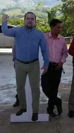 Alcalde de #Pichucalco usa foto de tamaño real para no estar ausente en eventos. #Chiapas img 7340