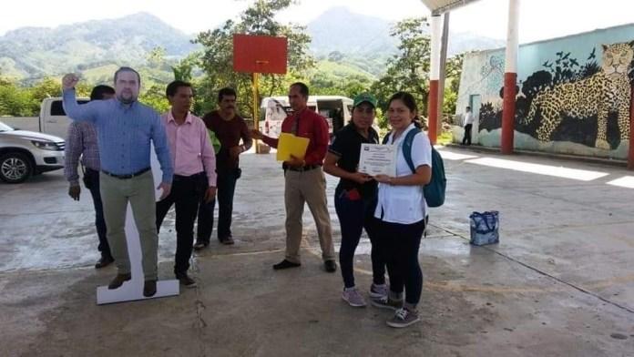 Alcalde de #Pichucalco usa foto de tamaño real para no estar ausente en eventos. #Chiapas img 7341
