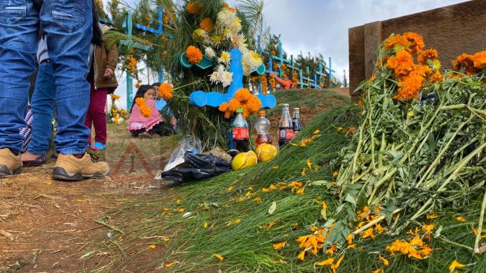 Romerillo, donde reciben a sus muertos con coca cola. #SanJuanChamula #Chiapas phonto 5