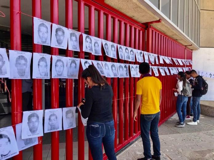 Normalistas y padres de los 43 de Ayotzinapa protestan en la Fiscalía de Chiapas db70c92b 81e9 4a61 923a d8d972e24342