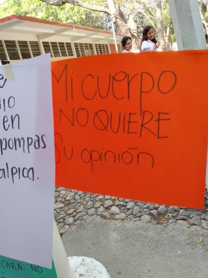 """Realizan """"Tendedero del Acoso"""" en Preparatoria 2, directivos tratan de ocultarlo. fb05c66f 4747 4abb bd22 e691069f2820"""
