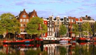 Amsterdam-Case lungo i canali