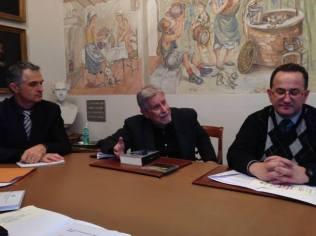Ennio Clari, pianista, Cesare Orselli, musicologo e Fabrizio Sestini, coordinatore Misericordia di Empoli (foto gonews.it)