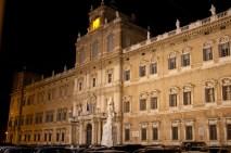 Palazzo_ducale_notte_Modena