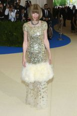 anna-wintour-in-chanel