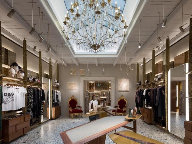 L'interno dello store di Dolce & Gabbana a Roma in via Condotti