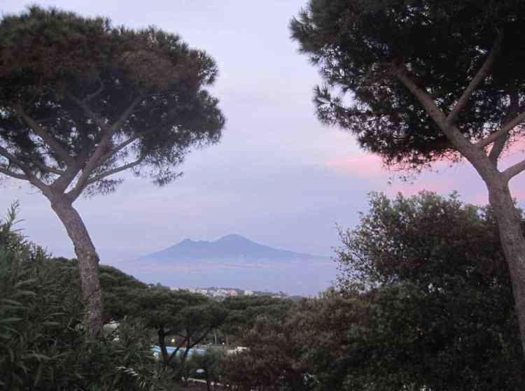 El Vesubio, Nápoles