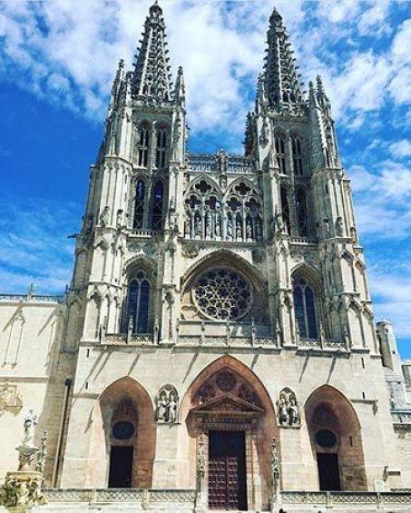 Fachada principal de la catedralNuestros Viajes