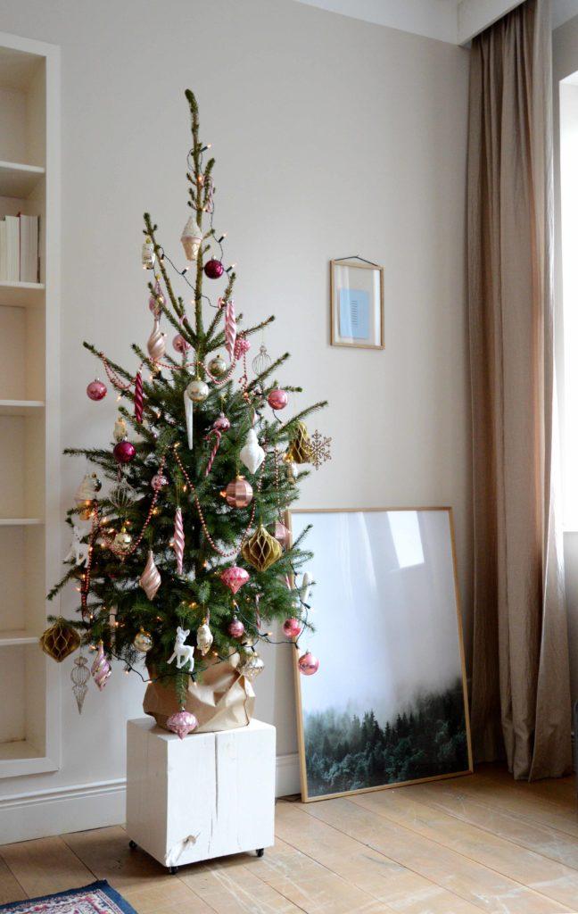 kerstboom roze kerstballen