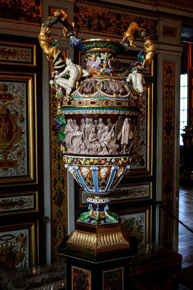 vase-decore-salle-des-gardes-renaissances-chateau-de-fontainebleau