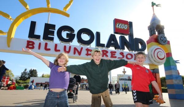 IMG_7941ALL_legoland-entrance