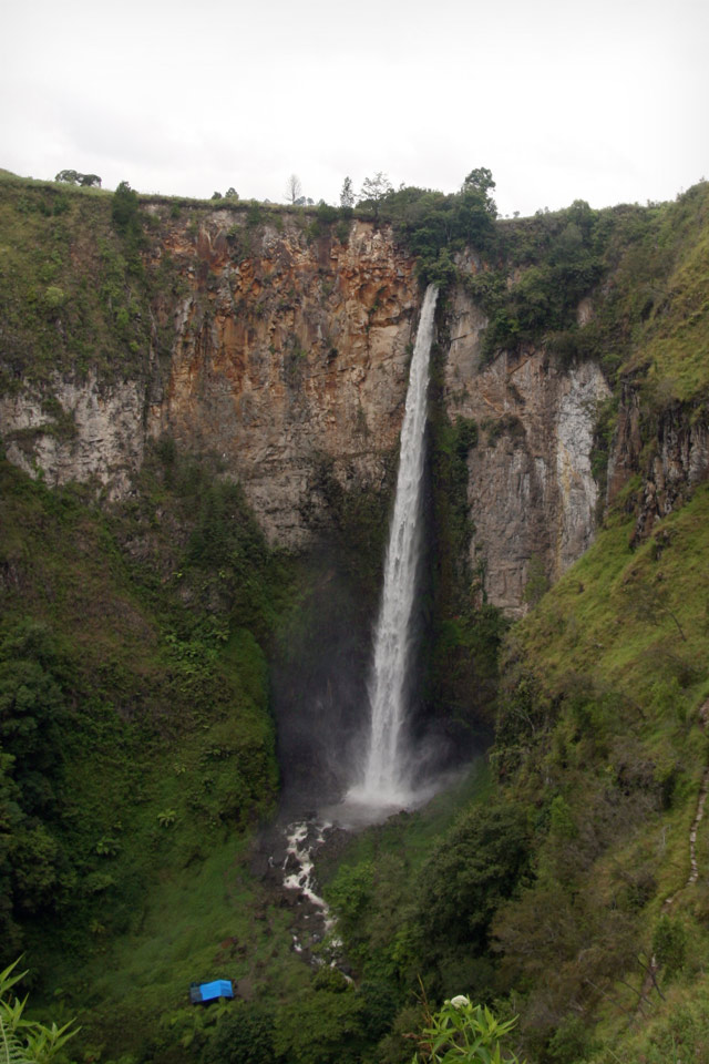 Sipisopiso waterfall Sumatra