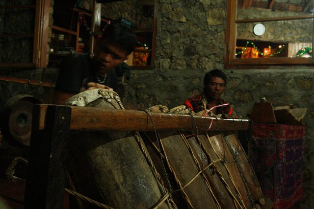 toba batak drummer at work