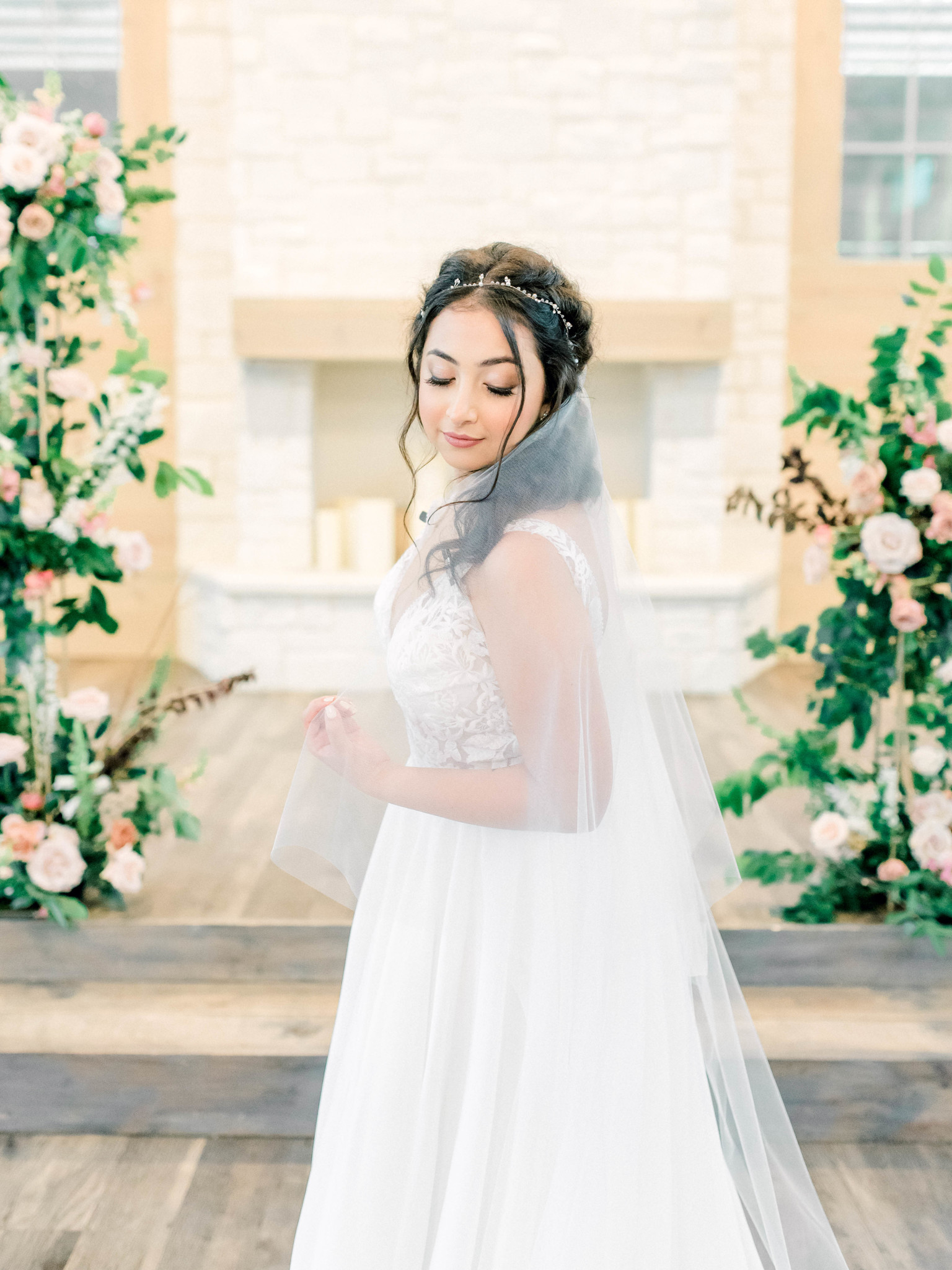 Wedding makeup: Whimsical mauve wedding inspiration on Alexa Kay Events. See more romantic wedding ideas at alexakayevents.com!