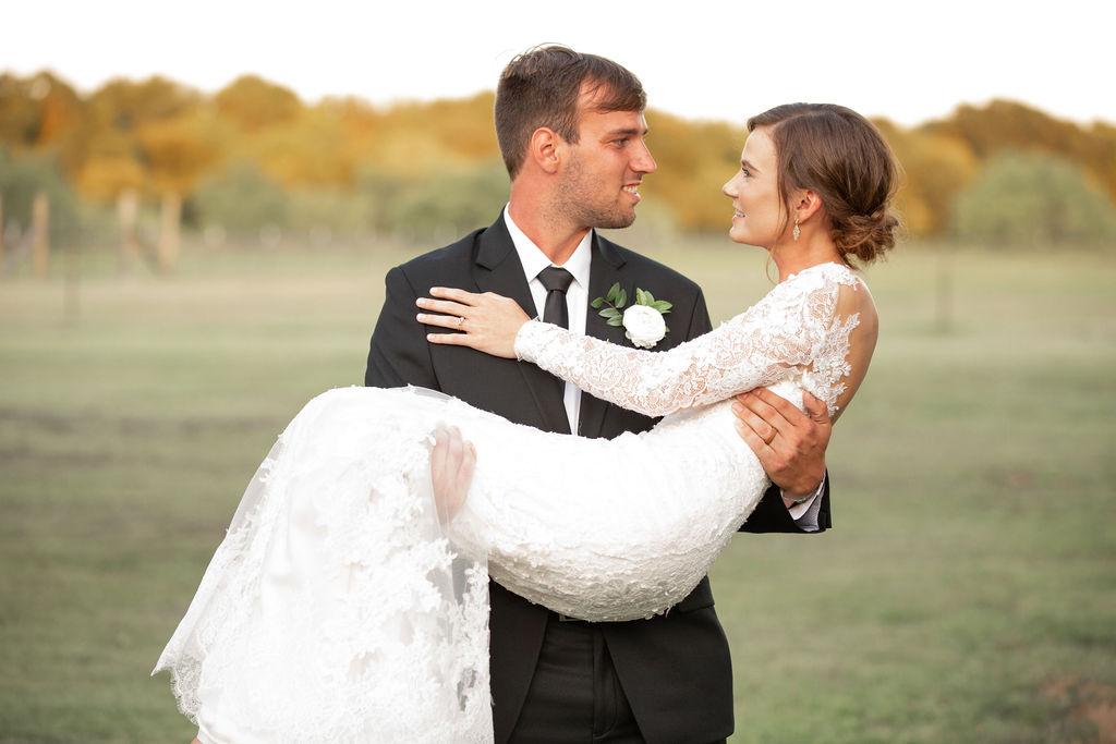 Outdoor wedding photos: Modern Minimalistic Wedding at The Emerson
