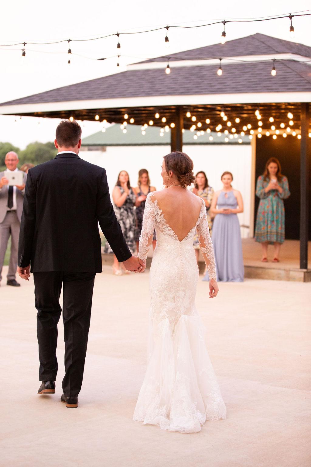 Dallas Fort Worth Wedding Inspiration: Modern Minimalistic Wedding at The Emerson