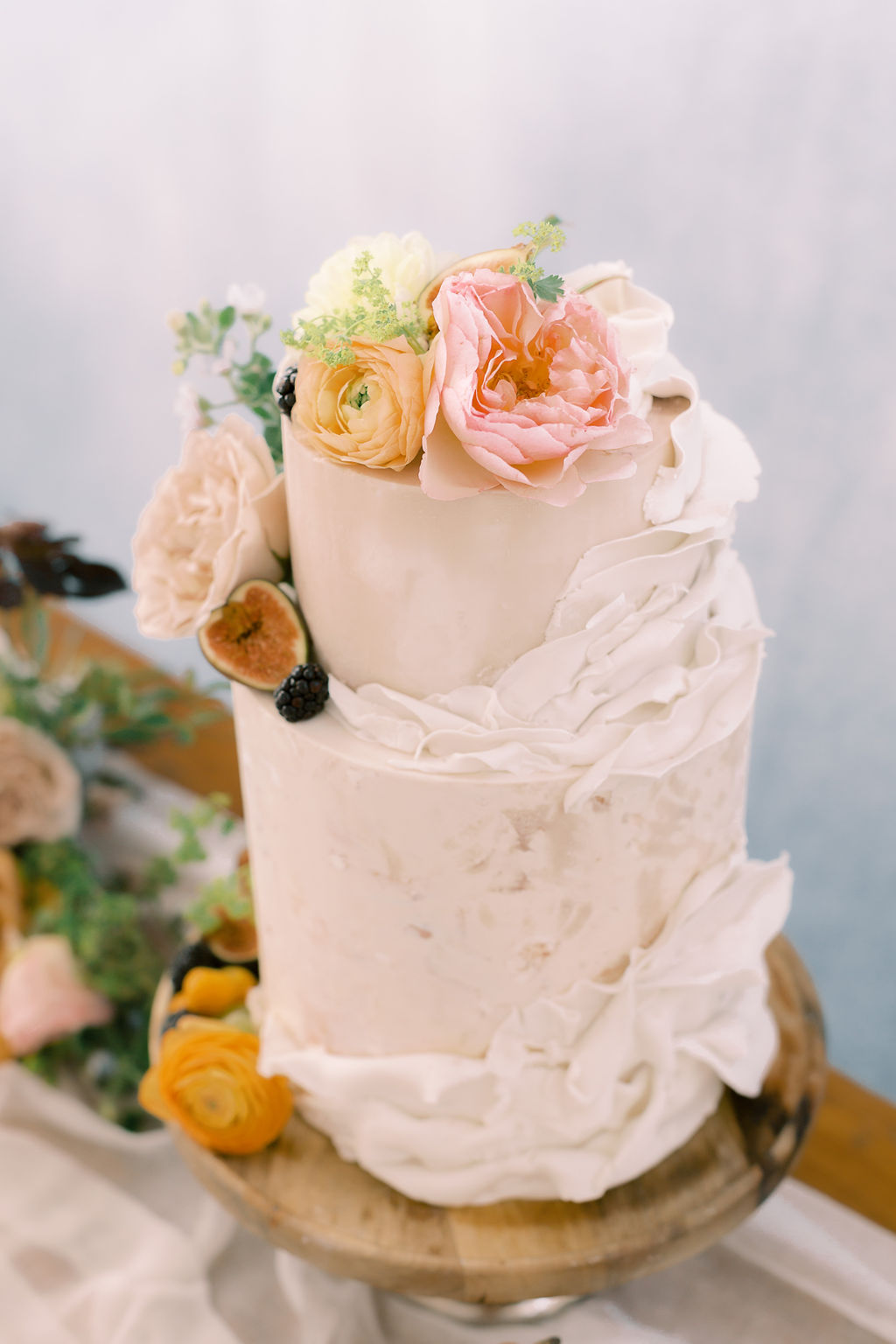 Floral wedding cake: Ethereal Wedding Inspiration at The White Sparrow