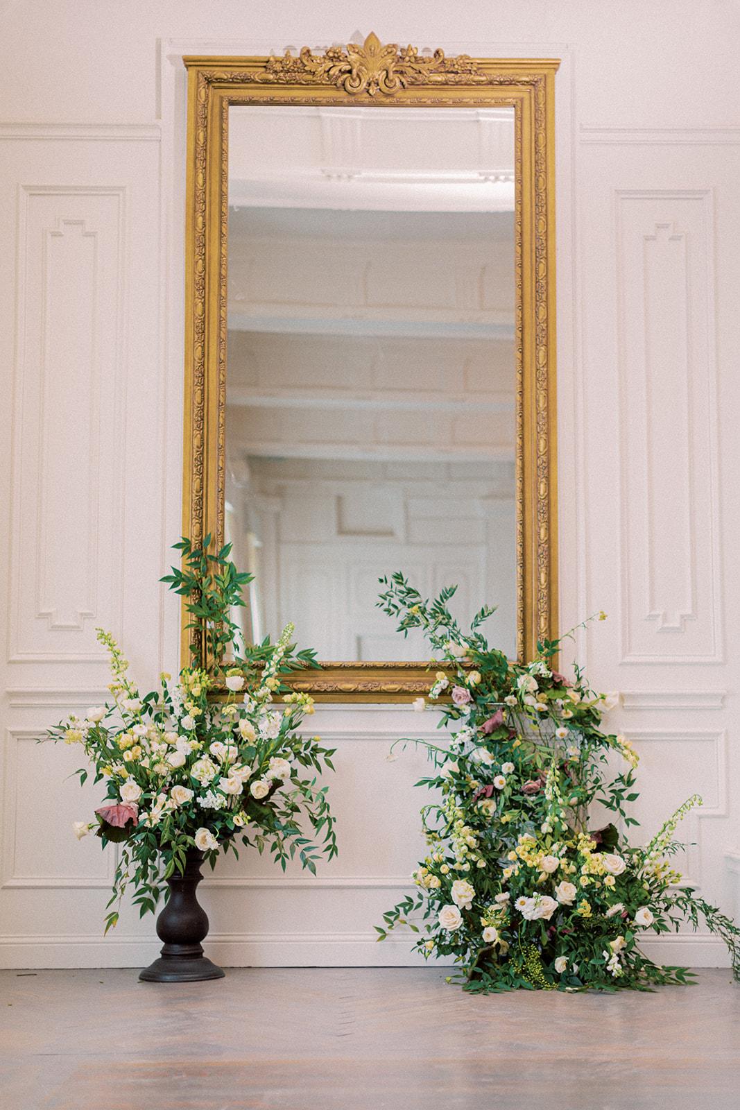 Alba Dahlia Floral wedding ceremony decor