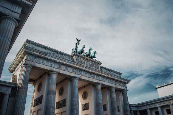 photo of the brandenburg gate in berlin germany