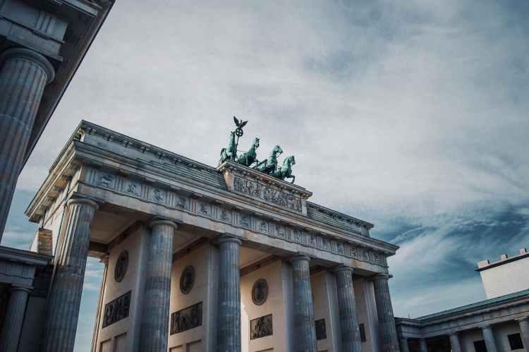 photo of the brandenburg gate in berlin germany