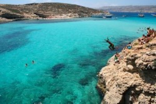 malta-offbeat-rock-jumping-full