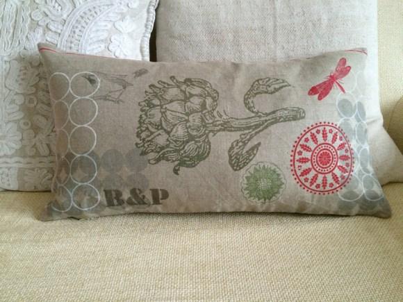 Personalisiertes Kissen mit zwei Buchstaben, im Siebdruck von Hand gedrucktes Unikat