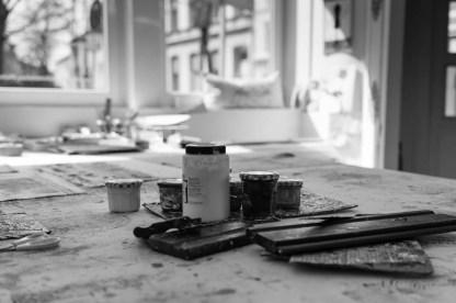 Siebdruckfarben und Rakeln in der Siebdruck-Werkstatt