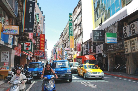 Living in Taipei City, Taiwan - Street of Taipei 4