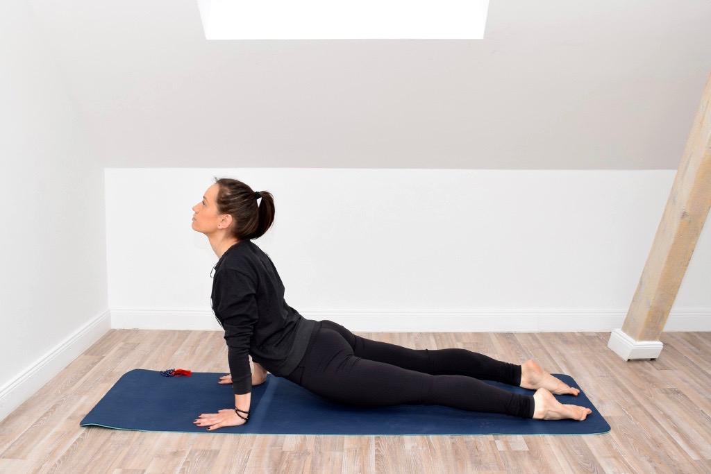 Yoga Urdhva Mukha Shvanasana