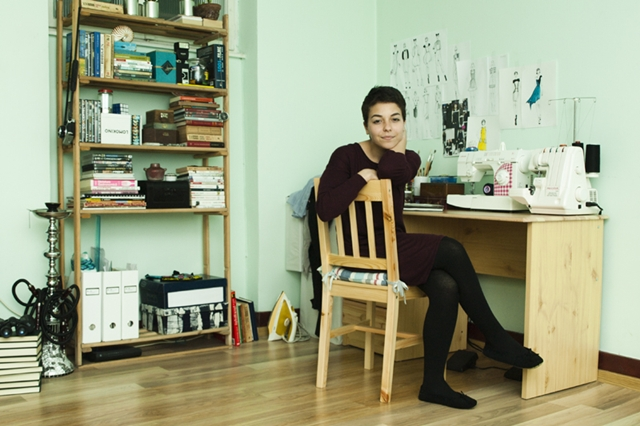 Iuliana Pislaru în atelierul ei de creaţie