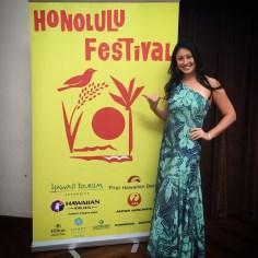 ホノルルフェスティバル:英語と日本語で司会者