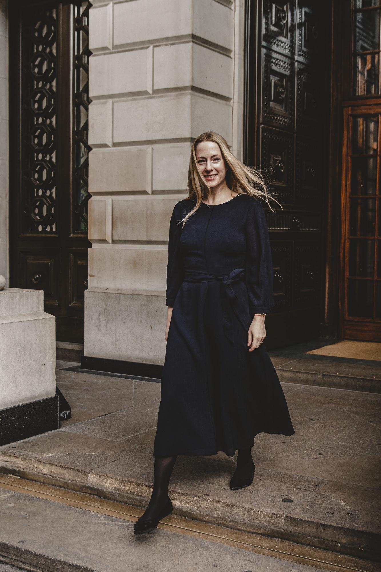 Mein London-Look feat. Cefinn: Teil 1 –Das blaue Kleid |Anzeige, enthält Affiliate Links