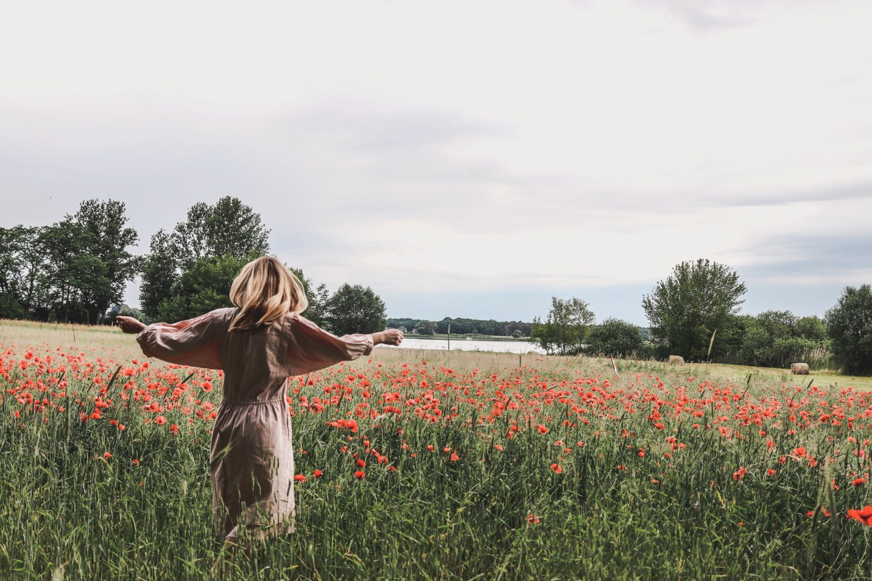 Kolumne: Was uns frei macht – und warum ich Sirtaki im Mohnfeld tanze
