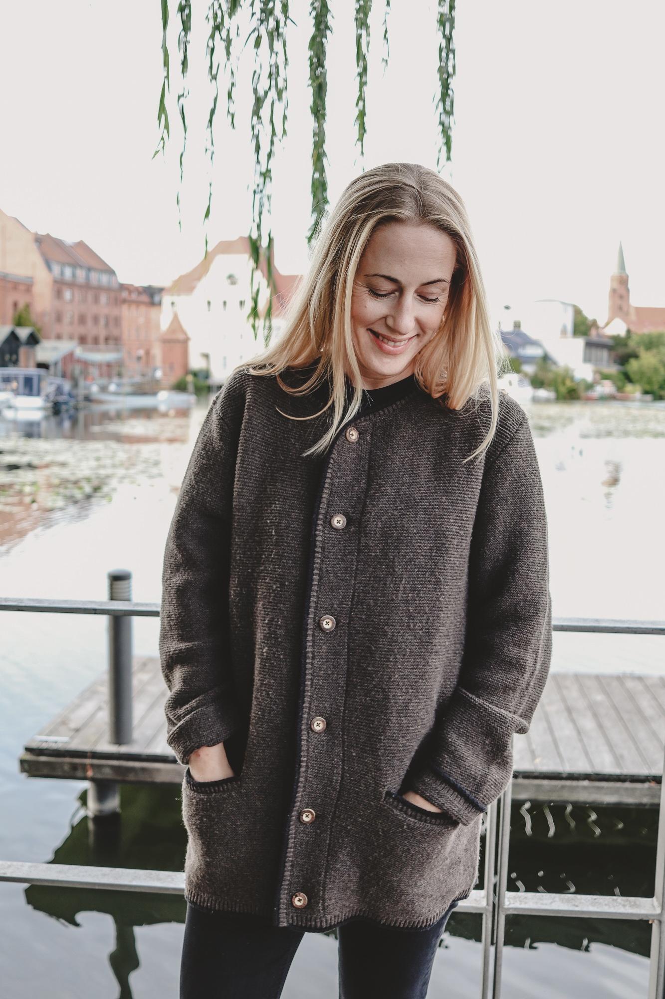 alexa_peng_brandenburg_outfit_223